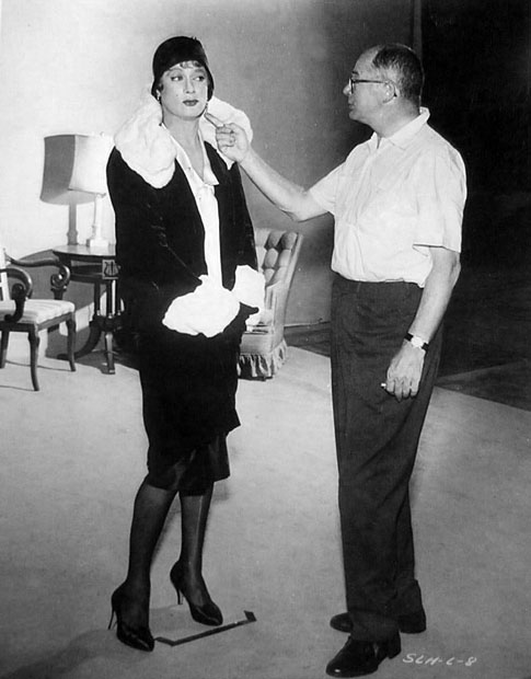Billy Wilder gives some pointers to Tony Curtis on how to be a woman during production of Some Like It Hot.