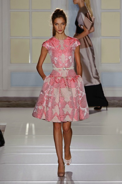 Temperley features a modern 50's look with wonderful candy colors that make us think of Sandra Dee.