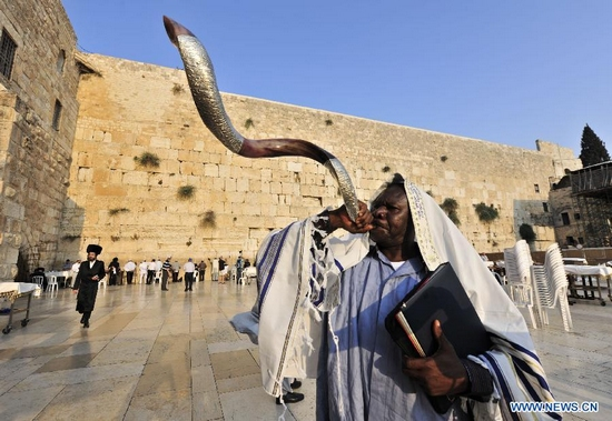 This is not my friend G, who wants to preserve his privacy. This is a Jewish man blowing shofar at the Kotel, the Western Wall, in Jerusalem on Rosh Hashanah.