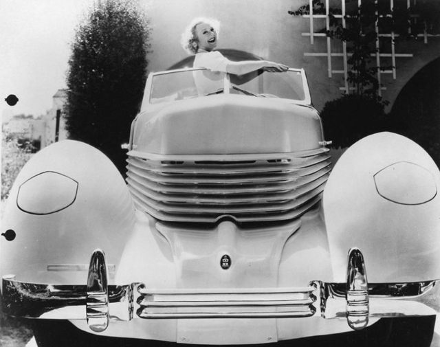 For its publicity campaign, the Cord Corporation enlisted Norwegian figure skater Sonja Henie, who won gold medals in the 1928, 1932, and 1936 Winter Olympics, to pose with the 1936 Cord 810.