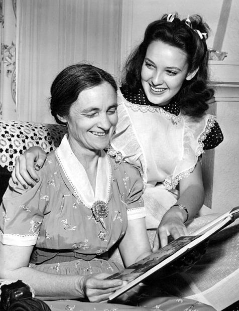 "Linda Darnell sits beside her mother, Pearl, 1940. Said Darnell: ""Mother really shoved me along, spotting me in one contest after another. I had no great talent, and I didn't want to be a movie star particularly. But Mother had always wanted it for herself, and I guess she attained it through me."""