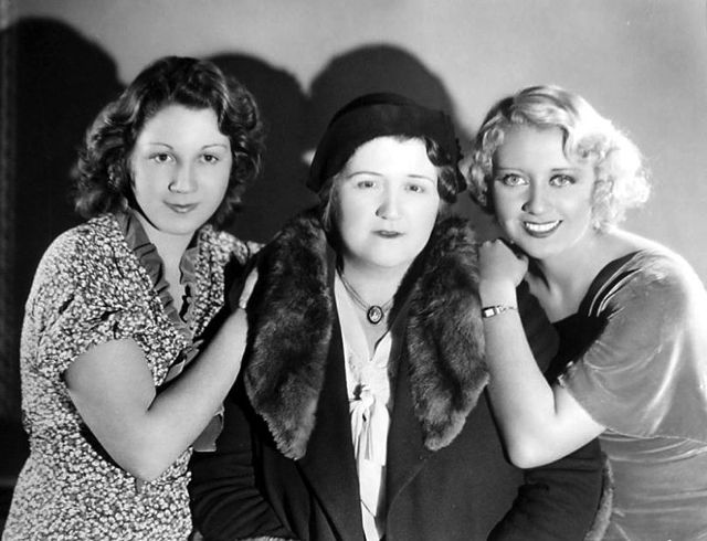 Joan Blondell (left) with mother Kathryn and sister Gloria.