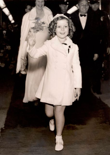 "Shirley Temple arriving at her first main premiere for the film ""Wee Willie Winkie"" in Hollywood. 1937. Photo by AFP"