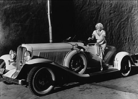 No idea what make of car this is, but we'll use any excuse to post a picture of Jean Harlow.