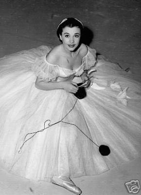 "Vivien Leigh knits between takes on the set of ""Waterloo Bridge"" 1940."
