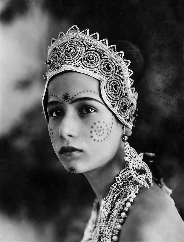 Seeta Devi (1912 - 1983) born Renee Smith, an Anglo Indian, was one of the first stars of silent Indian film industry. The Light of Asia ('25) was her debut film, and it made her an instant star.