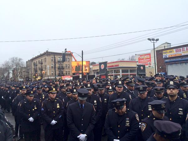 Thousands of NY police officers turned their backs on de Blasio during Officer Liu's funeral in Brooklyn yesterday.