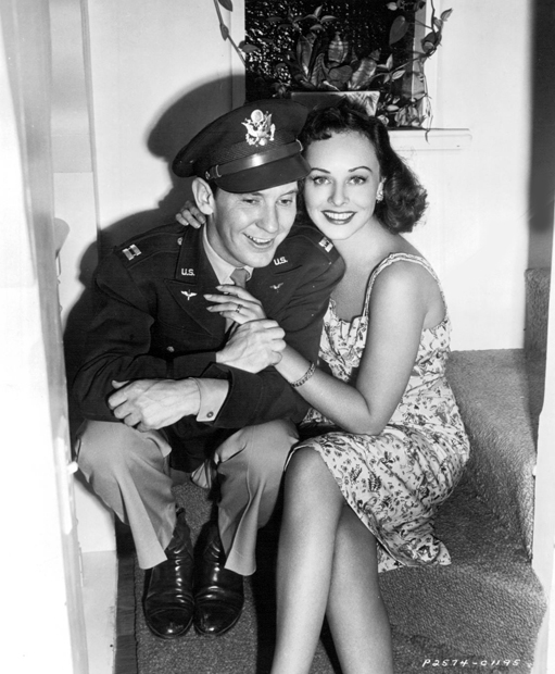 Captain Burgess Meredith, U.S. Army Air Corps, and his wife, Paulette Goddard.