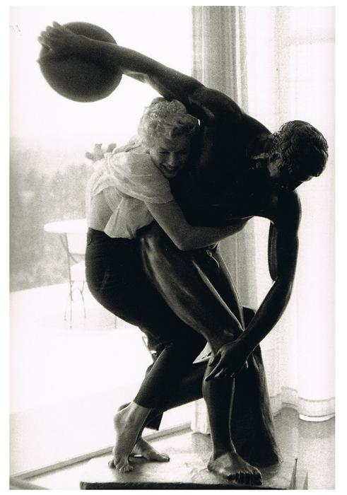 Marilyn embraces Discobolus.