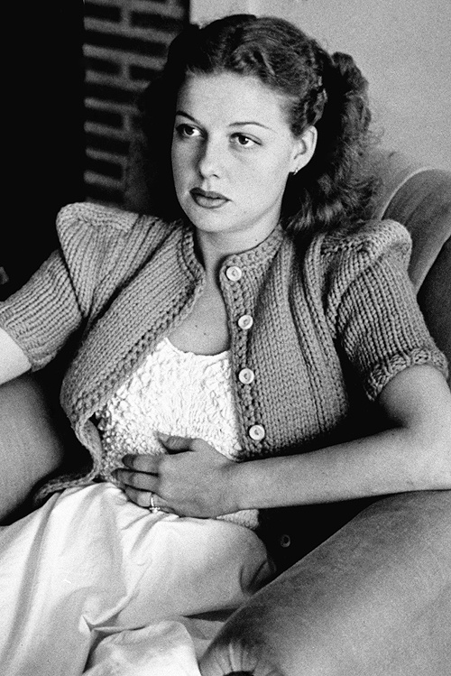 Photographer Peter Stackpole snapped this picture of Ann Sheridan (1915 - 1967) in 1939. At the time, she was being promoted as The Oomph Girl, a sobriquet which she loathed. This deeply unglamorous photo is painfully honest and direct. Sheridan, was a down to earth woman who once said that if she didn't make it in Hollywood, she could always be a school teacher.