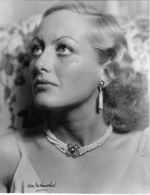 Photographer George Hurrell shot the portrait of actress Joan Crawford as a publicity shot for the 1931 film Laughing Sinners. Here's a closer look at the original, unretouched version of the photo.