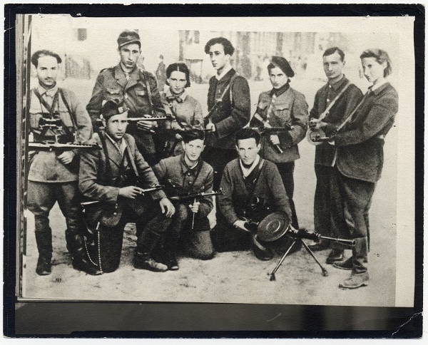A group of Jewish partisans under the command of Abba Kovner (center) after the city's liberation. Vilna, 1944.