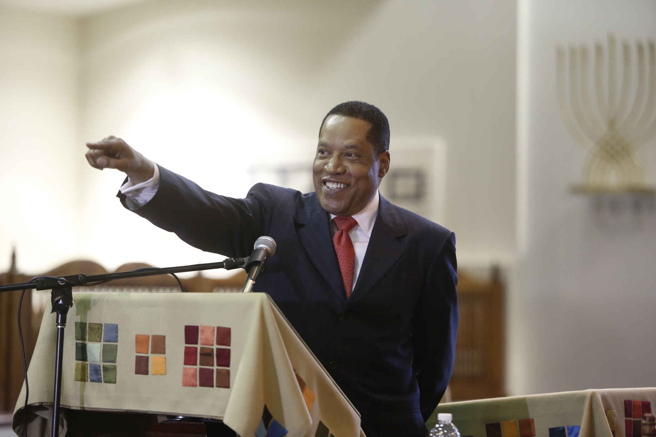 Larry Elder, the Sage of LA, delivered the Twelfth Annual Ariel Avvech MemorialLLecture on Sunday June 7, 2015. Photo by: Steve Cohn www.stevecohnphotography.com (310) 277-2054 © 2015