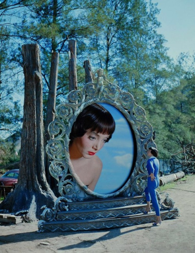 Carolyn Jones confronts Carolyn Jones.