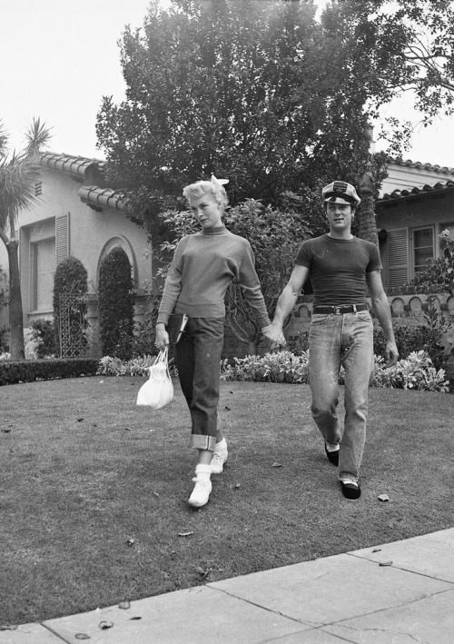 Janet Leigh and Tony Curtis at home, c. early 1950s.