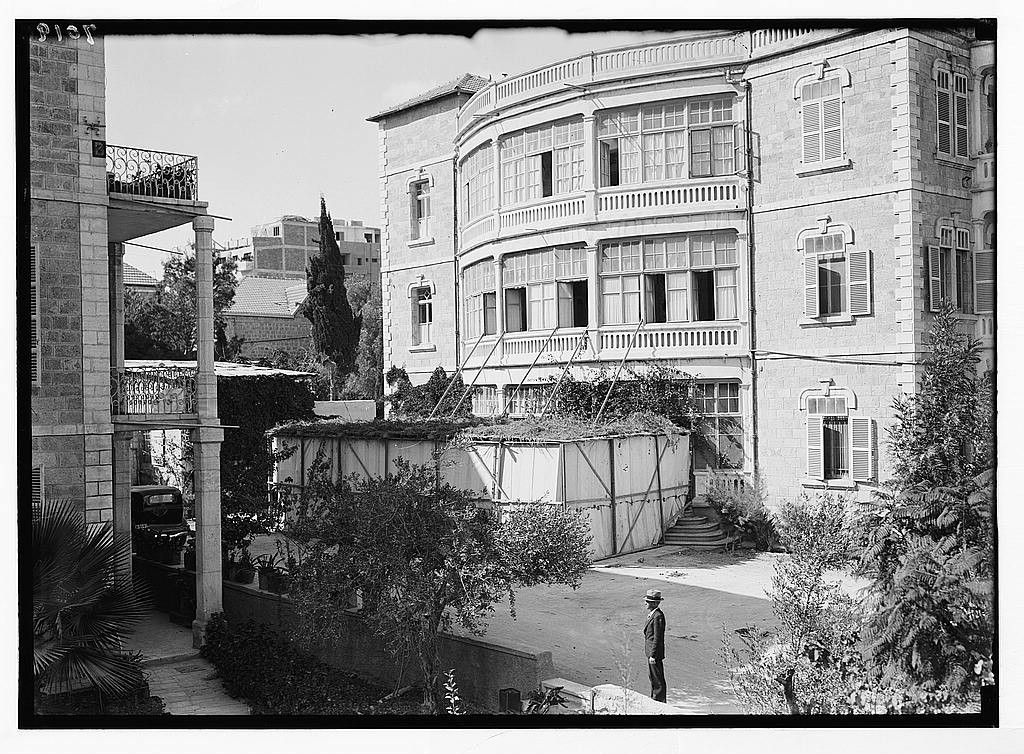 Exterior of the Goldsmidt succah in Jerusalem (1934). The Goldshmidt's ran a restaurant, hence the large succah for their customers.