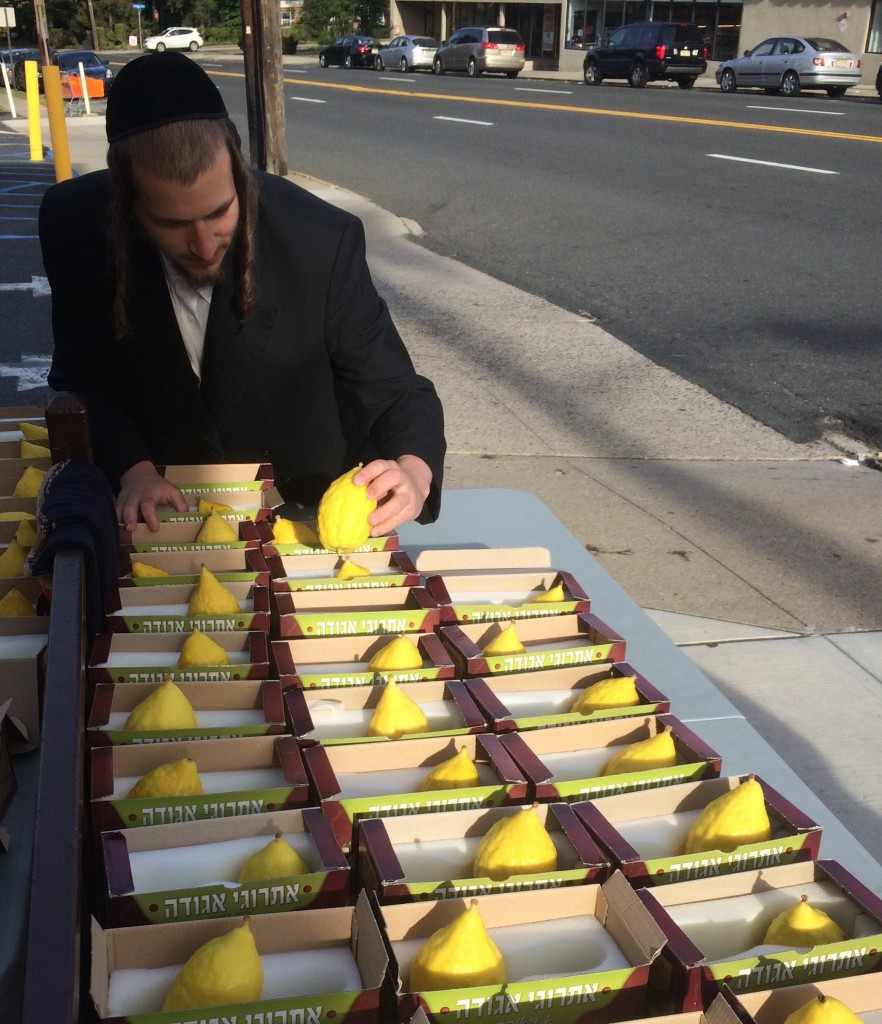 A Hasidic street vendor selling etrogim for last minute shoppers.