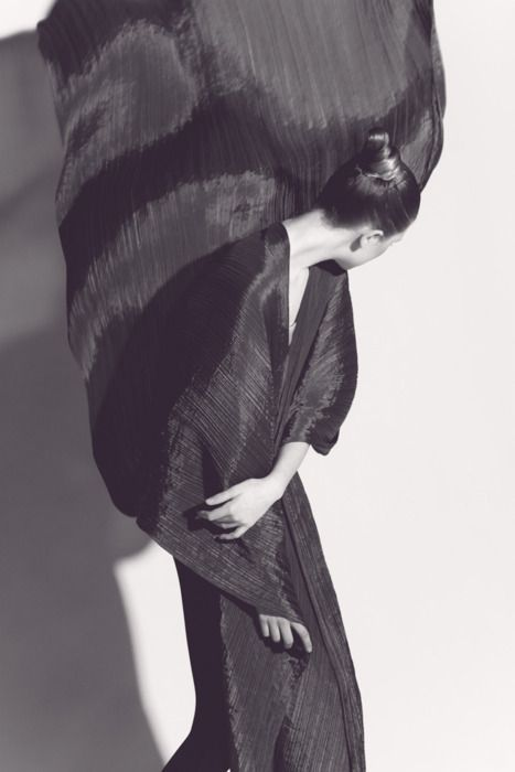 Irving Penn photo of an Isseay Miyake dress