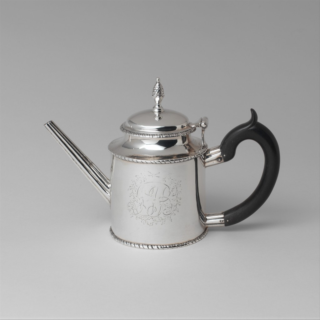 Teapot by Paul Revere Jr. (1734–1818) Date: ca. 1782 Geography: Made in Boston, Massachusetts Medium: Silver Dimensions: Overall: 6 1/2 x 9 3/8 in. (16.5 x 23.8 cm); 17 oz. 7 dwt. (539.2 g) Base: Diam. 4 1/8 in. (10.5 cm)