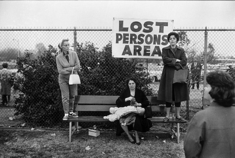 Elliot Erwitt, USA. Pasadena, California. 1963.
