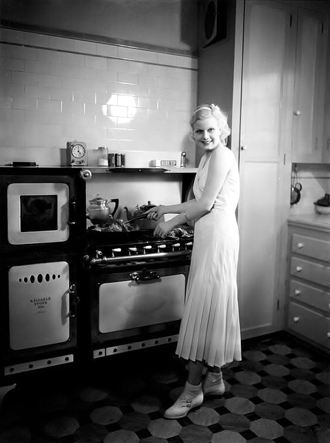 Jean Harlow in her kitchen, glamorously unglamorous, 1931.