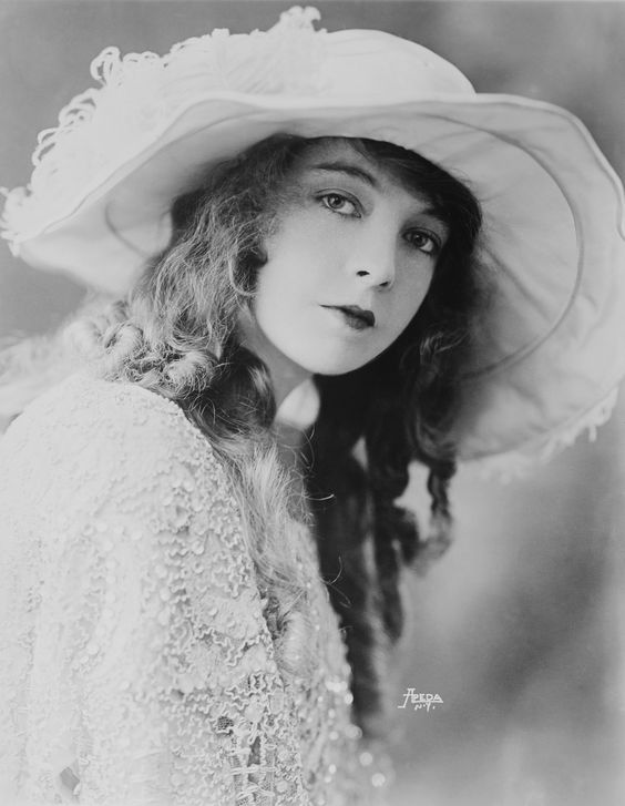 """Never get caught acting."" —Lillian Gish"
