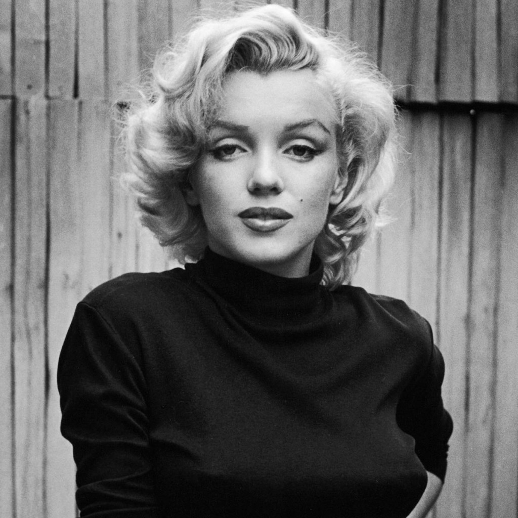 Marilyn Monroe usually applied five layers of lipstick in different shades of red to create fuller lips. She applied the darker lipstick on the outer edges and the lighter shades in the middle to lend dimension, and with a highlighted cupid bow and bottom lip.