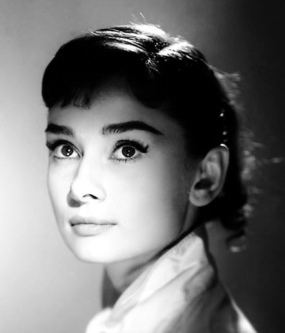 Audrey Hepburn's doe-eyed look was her trademark. Along with a strong brow, and efforts to keep the rest of her makeup neutral, Hepburn focused on her lashes to draw attention to her eyes. To ensure separation of each lash, her makeup artist used to apply mascara — and then painstakingly separate each lash using a safety pin.