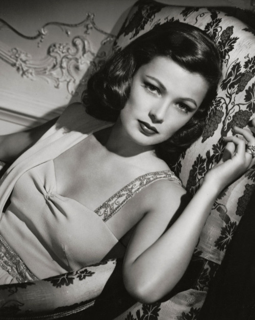 "Gene Tierney, 1952 in court during her divorce proceedings against Oleg Cassini.. ""I had appalling taste before I met Oleg"", she wrote in her 1979 autobiography Self Portrait. ""In my early days in Hollywood, I tried to be economical. I worked with a dressmaker and designed my own clothes, much to my mother's distress. I had a good deal of fun whipping up what I now realize were atrocities. One night when Oleg came to call I was wearing one of my own creations. I shudder to think of it: a navy blue and pink striped dress, with a navy wool cape lined in the same print. I had on a straw hat, floppy and pink, decorated with a pink rose. I wore pink suede gloves and matching bag, and navy shoes. Oleg strode in the door, took one look at this ice cream confection, and almost passed out. ""I won't take you out dressed like that!"", he bellowed. ""First, take off the hat and cape and then go and get a navy bag. Forget the gloves, if you don't have any navy ones."" Oleg winked at my mother, which made me furious, but I began to suspect that my clothes were getting to be a bit much."" Gene and Oleg Cassini remained friends after their divorce, and Tierney continued to wear his designs for the rest of her life."