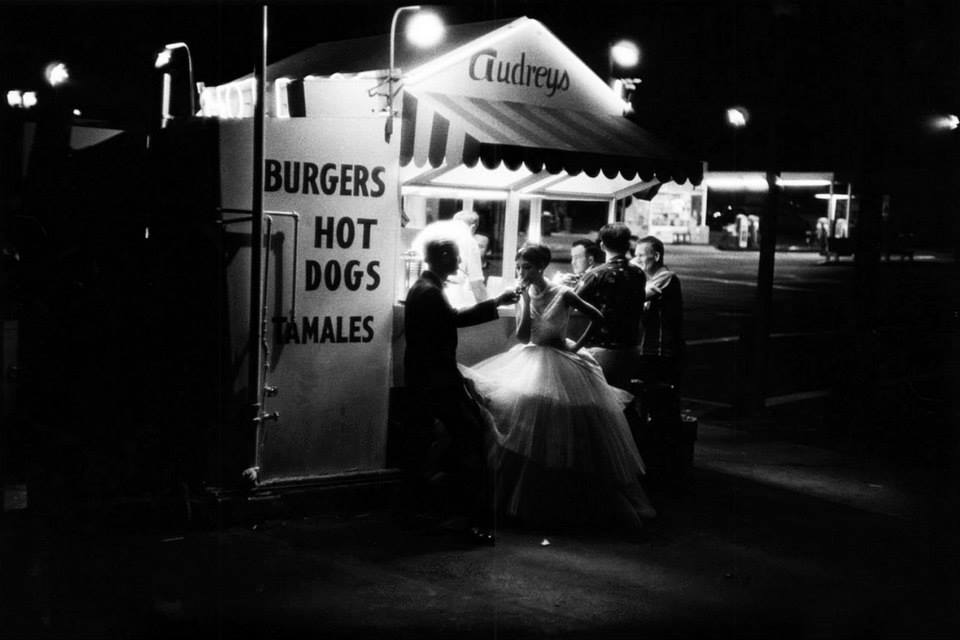 William Claxton, Audreys Hot Dog Stand, Los Angeles, 1961.