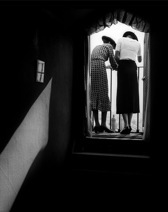 Bill Brandt Eva and Lyena on the balcony, 1934