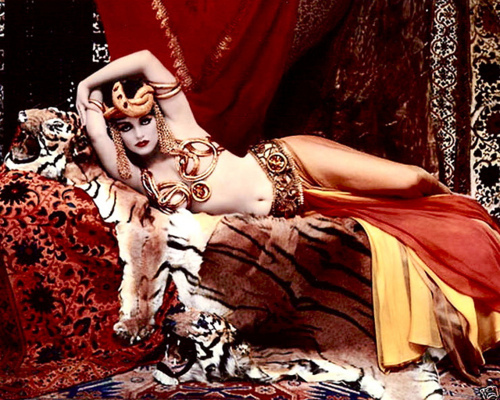 Marilyn Monroe as Theda Bara's Cleopatra, 1958, photo by Richard Avedon.